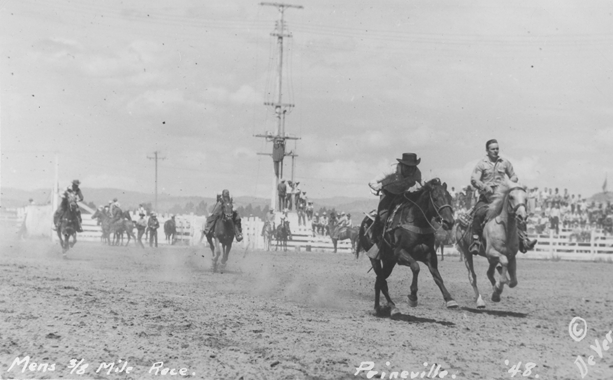 Horse race at Crooked River RU 1948
