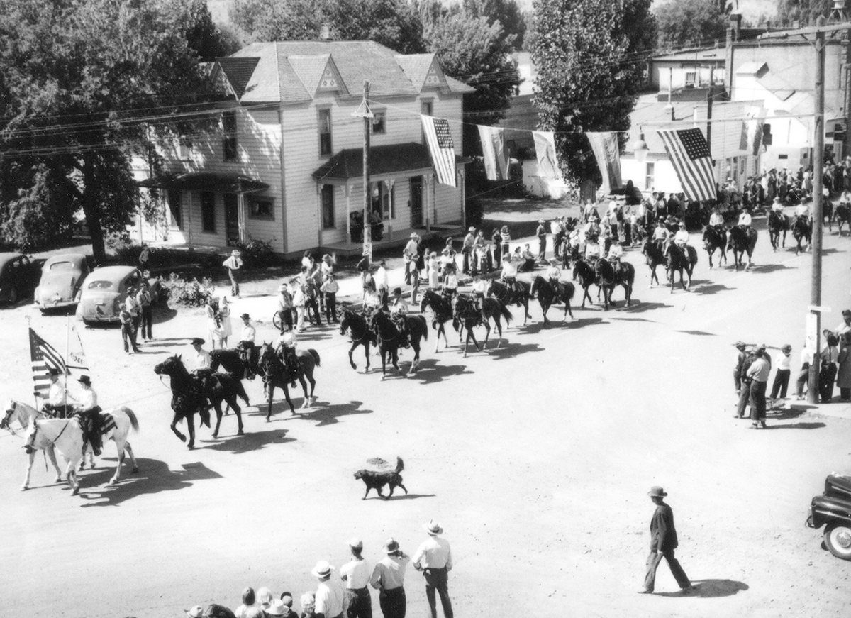 Parade in Prineville showing Belknap House 1946