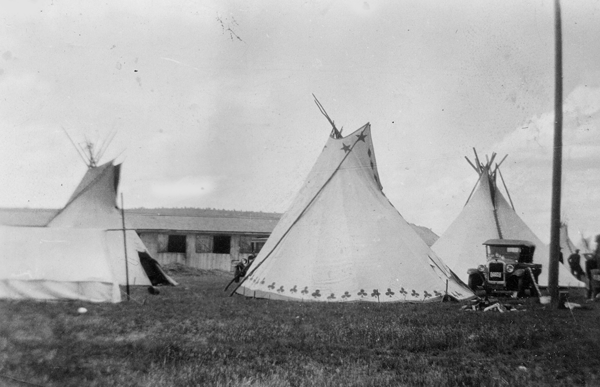 Tepees at Indian Congress in Prineville 1928