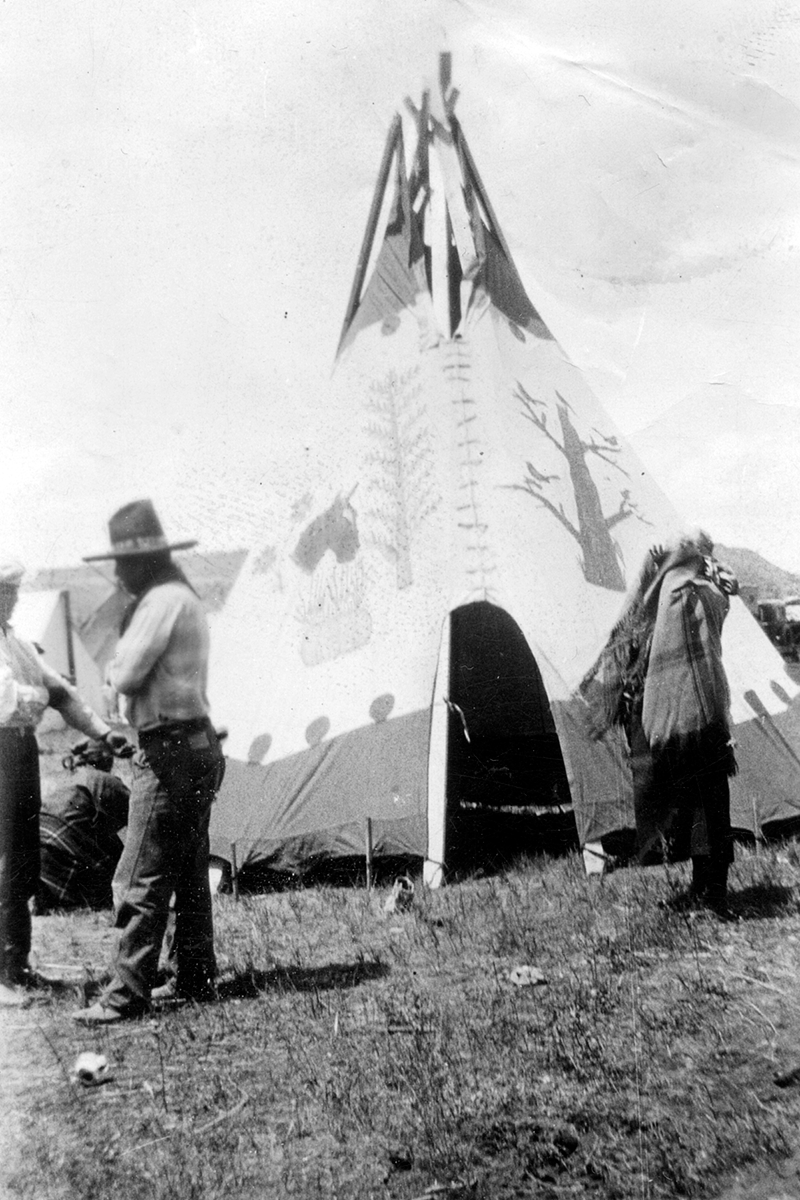Indians and tepee at Indian congress in Prineville 1928